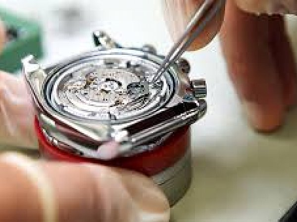 watch gl replacement shop in UAE