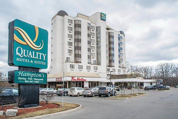 Quality Suites Hotels in toronto canada downtown