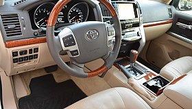 2014_Toyota_Land_Cruiser8_grid.jpg